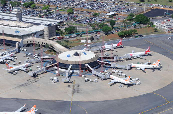 Presidente Juscelino Kubitschek International Airport is the main airport serving Brasília.